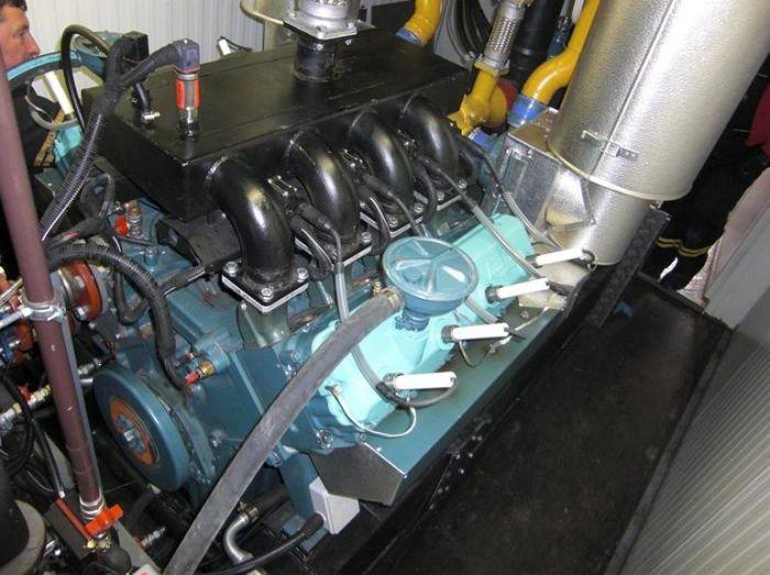 8-válcový motor